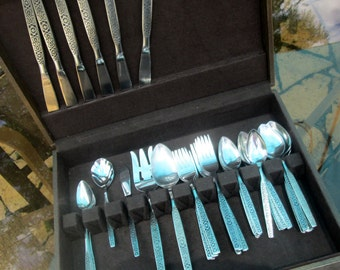 Stainless Steel Flatware Set by Oneida, Spanish Mood, 64 pieces, With Wooden Storage Box