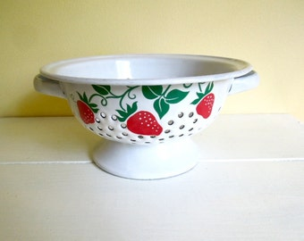 Vintage Strawberry Colander, White Enamel, FTD Exclusive, 1980's, Cottage Chic