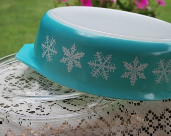 Vintage Pyrex White on Turquoise Snowflake Pattern 045 - 2 1/2 Quart Casserole