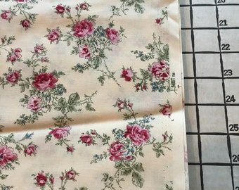 """Light Weight Woven Cotton Red Roses Fabric Calico 2 Yards X 44"""" Wide #3853"""