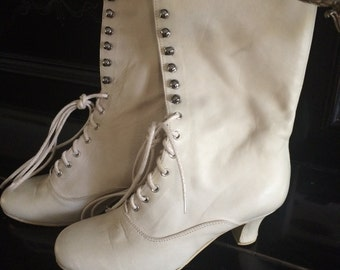 Off white Victorian Boots Lace up shoes Ankle Booties  Edwardian Boots Wedding off white Boots