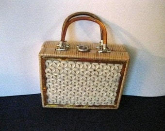 Vintage 1960's Lucite-Bakelite and Wicker Daisy Purse Handbag   #CCR