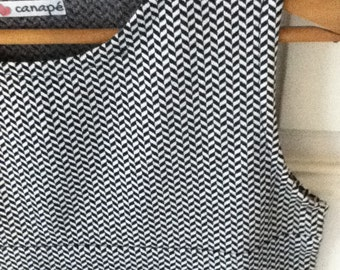 Mod reloaded slightly fitted dress, sleeve less, jacquard, black and white printed   - It's made to order