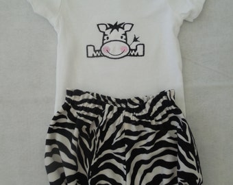 Baby Girl Onesie and Bloomers Set Size 6 months