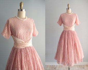 1950s Pink Lace Dress / fit and flare Full Skirt party dress midi tea length Gown ... 26 waist