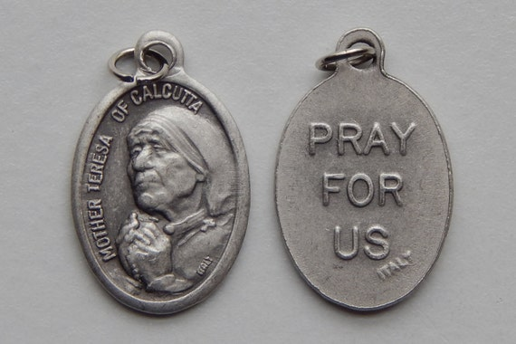 5 Patron Saint Medal Findings - Mother Teresa of Calcutta, Die Cast Silverplate, Silver Color, Oxidized Metal, Italy Made, Charm, RM609