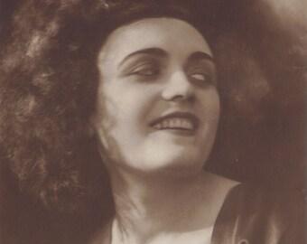 Pola Negri, Polish Silent Film Star, Amazing Smile, Ross Verlag, circa 1920s