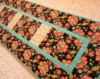 Summer Cottage Chic Floral Quilted Table Runner