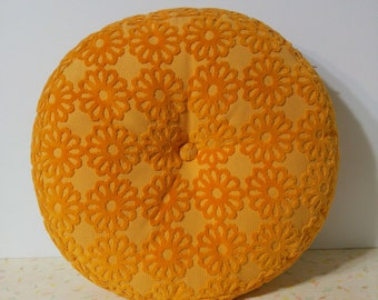 Funky Vintage Round Cushion With a Button Flower Power Daisies 60's