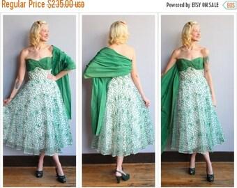 20% Sale 1950s Dress // Home for the Holidays Dress // vintage 50s dress