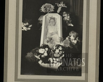 Incredible Post Mortem Photo / Little Girl in Casket