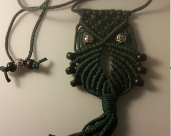 Macrame Owl Necklace (green)