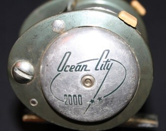 Vintage Aluminum 1940's-1950's Ocean City No. 2000 Tournament/Baitcasting Fishing Reel