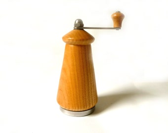 Vintage Inox Spice Grinder ... Blonde Wood Small Nutmeg Grinder, Made in Italy, Pepper Mill, Vintage Italian Kitchenware, Retro MCM Kitchen