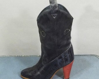 ON SALE 50% Vintage Two Tones Dark BLUE Heeled Short Boots. Size 6.5B (36.5 Euro)