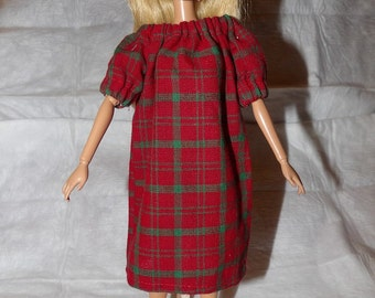 Comfy easy on Peasant style nightgown in red & green for Fashion Dolls - ed805