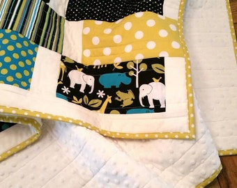 ReaDY To ShIP! Modern Baby Quilt. Zoology Animals Zoo Minky Quilt. Baby Boy Quilt. Elephant, Giraffe, Frog, Hippo Quilt. Boy Nursery Bedding