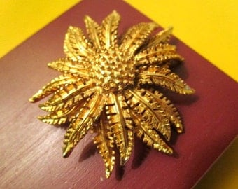 Stunning ESTATE Signed CORO Early 1940's Mid Century Domed, Detailed, Layered & Embossed Gold Plate VINTAGE Floral Brooch/Pin