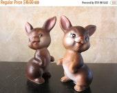 25%SALE Wee bunbuns. Vtg ceramic bunny rabbit salt pepper shakers / midcentury / ceramic / possibly Enesco / Easter