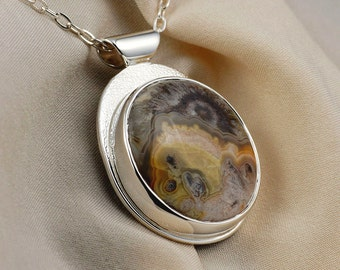 Agate Pendant Necklace in Sterling Silver with Yin Yang Eye Pattern