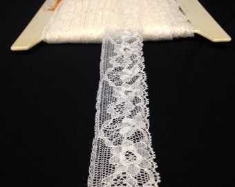 Floral Lace Trim in an Off-White!