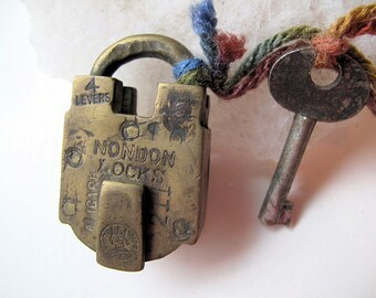 Empress Victoria Brass Padlock with 4 Levers in Working Condition from Aligarh