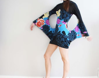 amazing 90s winged sleeve mini stretch dress with lotus print, size M/L