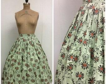 SALE 1950s Vintage Novelty Print Cotton Skirt 50s Daisies Dandelions