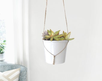 Modern and minimalist macrame plant hanger | DIY hanging planters | Natural beige jute twine pot holder | Indoor garden | Rustic home decor