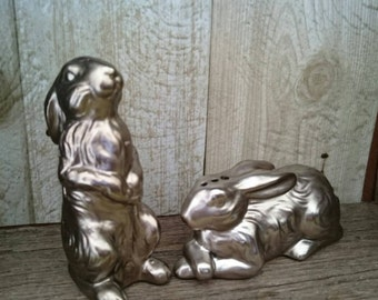 Bunny Salt and Pepper Shakers.  Rabbit Salt and Pepper Shakers.  Bunny Rabbit Salt and Pepper Shakers. Silver Rabbit