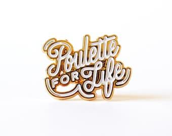 "Pin's or et émail blanc ""Poulette for Life"""