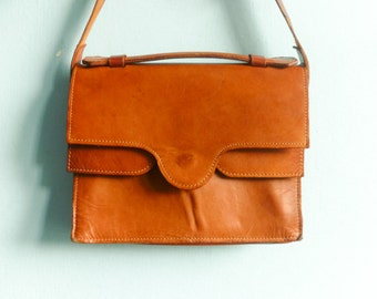 Vintage tan leather purse shoulder bag handbag messenger / caramel brown tanned / preppy retro classic