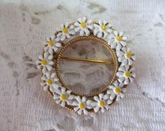 Vintage Round Daisy Brooch Pin, Enameled Daisy brooch, Flower Pin