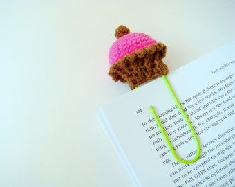 Crochet cupcake planner clips office gift ideas teacher gift idea paper clip pink cupcake daily planner accessories crochet bookmark