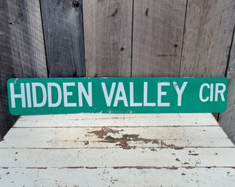 Vintage HIDDEN VALLEY Circle Street Sign Double Sided Metal Road Sign Garage Man Room Dorm College Decoration Green White
