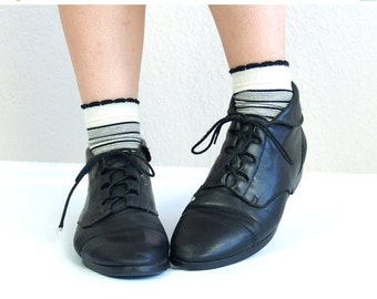 Half Off vtg 80s LACE UP black leather Ankle BOOTS flats 6.5 boho oxfords cuff grunge brogues preppy