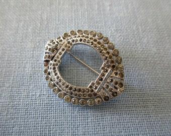 20s 30s vintage Trifari silver brooch with rhinestones