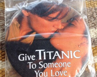 Vintage Paramount Pictures Titanic button Leo DiCaprio Kate Winslet
