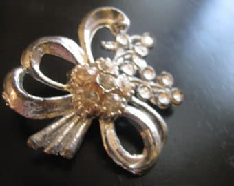 Large Hollywood Regency silver bow brooch with rhinestones