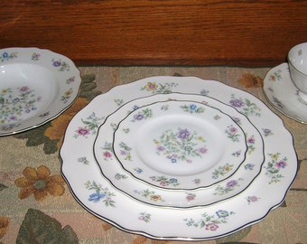 Franconia Krautheim Millefleurs Porcelain China 6 Piece Place Setting Circa 1960's, Selb Bavaria Germany