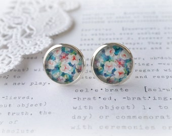 Round Glass Green Water Lilly Flower Stud Earrings