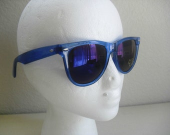 vintage Tropical Blue wayfarer style sunglasses Made in Taiwan 80