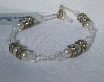 Handmade bracelet, beaded bracelet, White  pearl beaded bracelet, swarovski bracelet, white seed bead bracelet, crystal bracelet