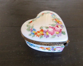 Limoges Box - Heart - Made in France - Limoges hinged box - Collectible Porcelain - Hand painted Flowers