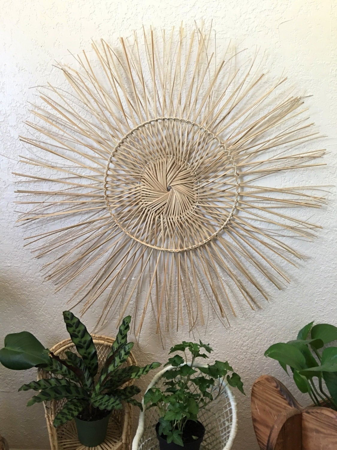 large 34 round sun shaped woven straw wall hanging decor