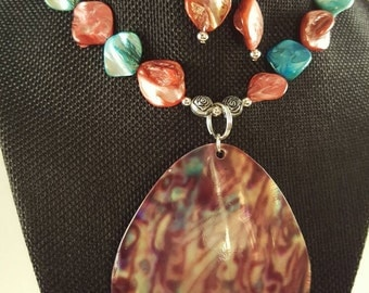 Shell necklace set with turquoise and red quartz stones