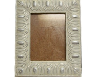 White & sliver tin picture frame