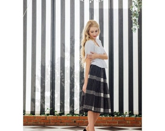 Vintage 1950s homemaker Black and White Long plaid Skirt xxsmall 23 waist
