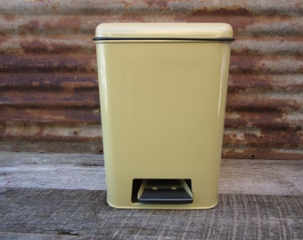 Vintage Original 1970s Era Metal Garbage Can Foot Step Operated Lid with Plastic Insert NOS in Box Harvest Gold 70s Retro 1980s Waste Can