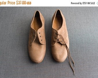 ON SALE Vintage Deadstock Camel Brown Suede Oxford Shoes Size 6